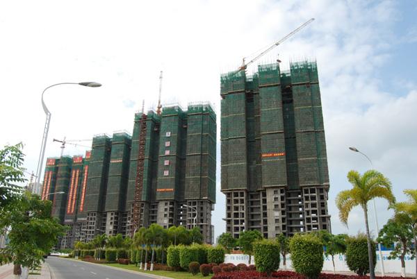 建筑施工安全文明工地的第一次现场初评中,经过海南省建设工